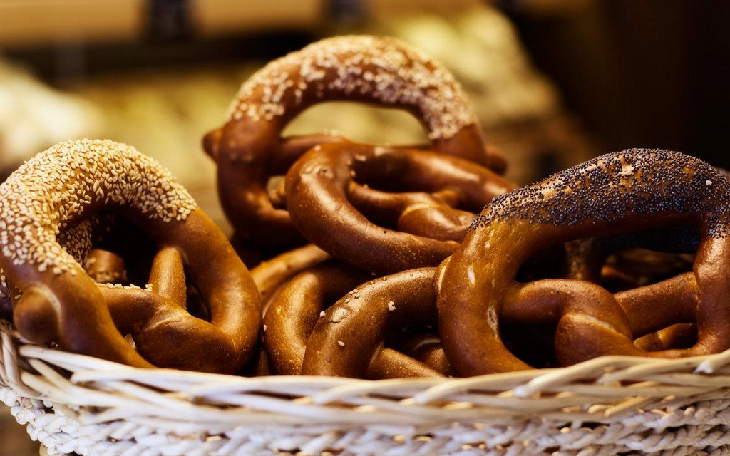 Traditional Romanian Dishes - Covrigi