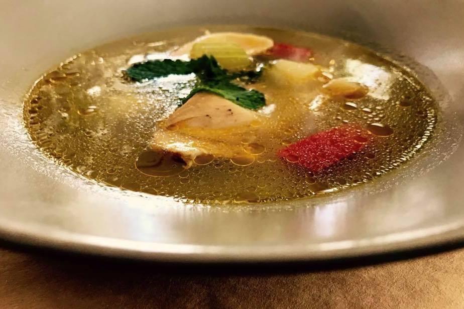 Vinto Restaurant Timisoara Supă de pui cu mentă și lămâie