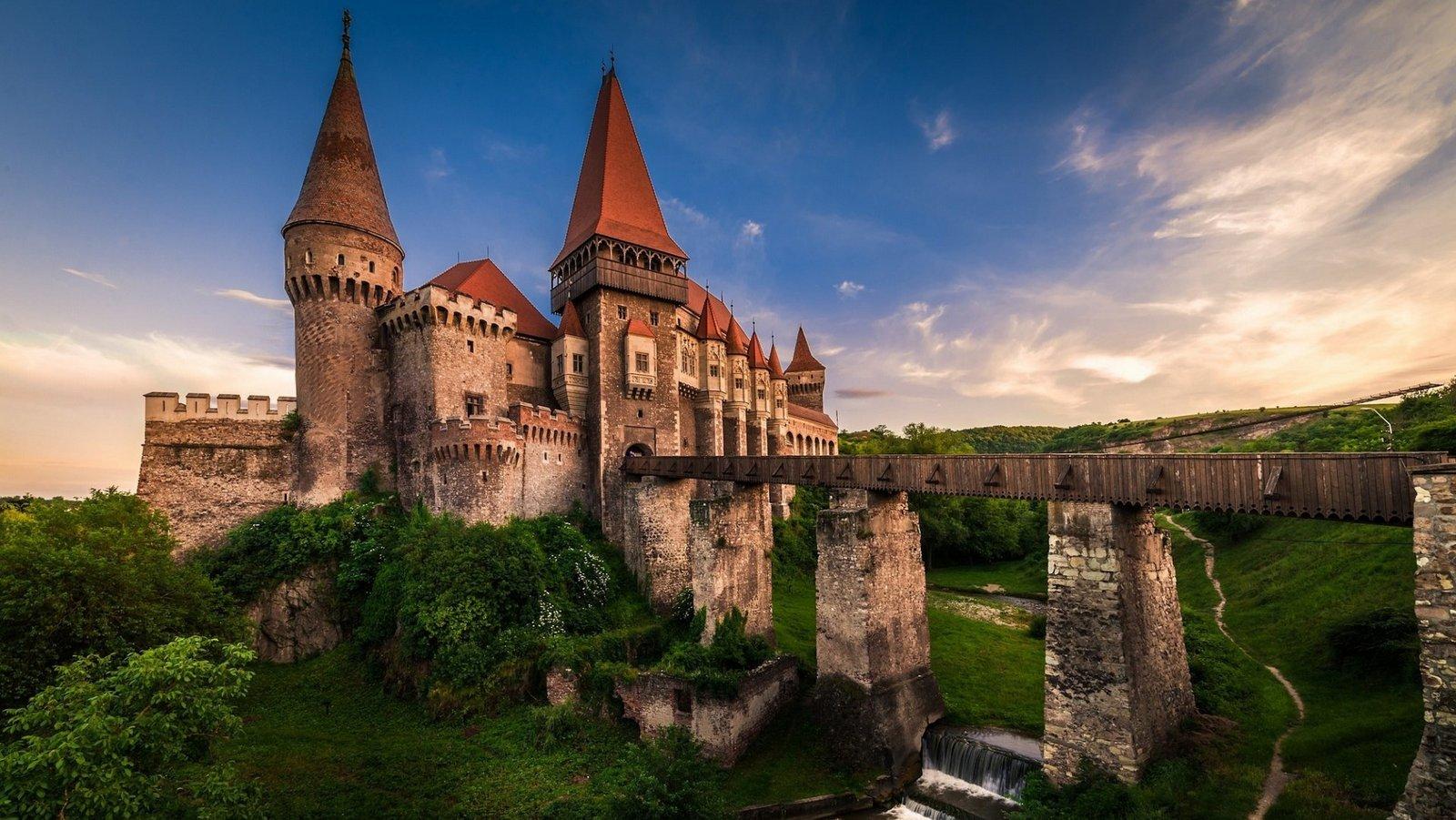 corvin-castle-ancient-castle-sunset-transylvania-romania-min